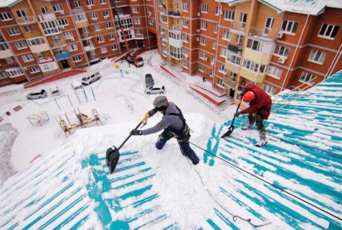 Уборка снега с крыш многоквартирных домов